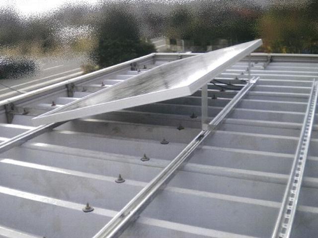 折板屋根設置中写真